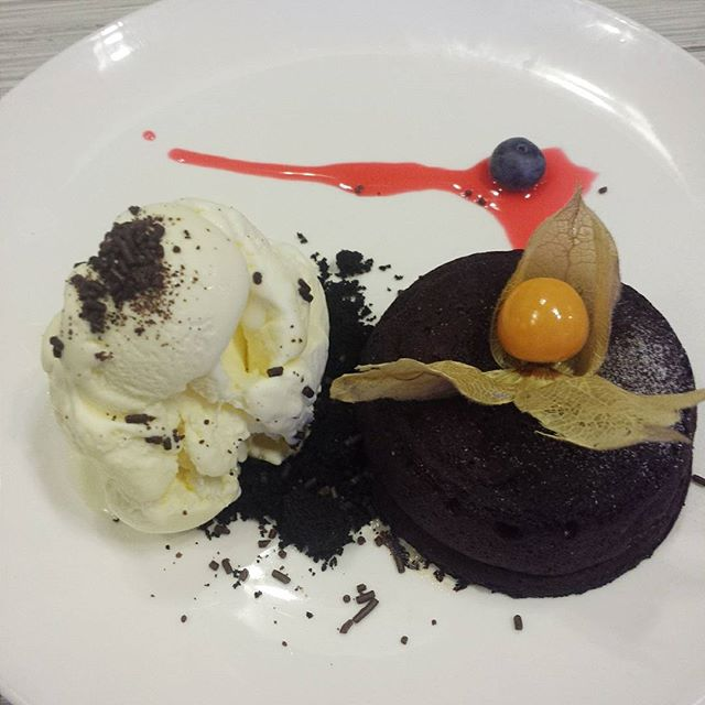 Awesome complimentary Chocolate lava cake with ice cream from the lady boss.