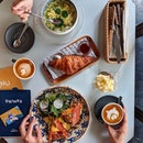 Rendez-vous over a cup of coffee, at brunch or for a quick lunch.