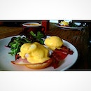 Eggs Benedict  hollandaise sauce, salmon and bacon ^^~ with @xjustus @lionelw92 #sgfood #sgfoodie #foodphotography #foodgasm #foodporn