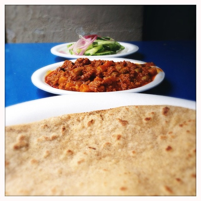 The most amazing Technicolored Little India series: I just can't stop eating this fluffy and aromatic Chapatti and lamb keema curry.
