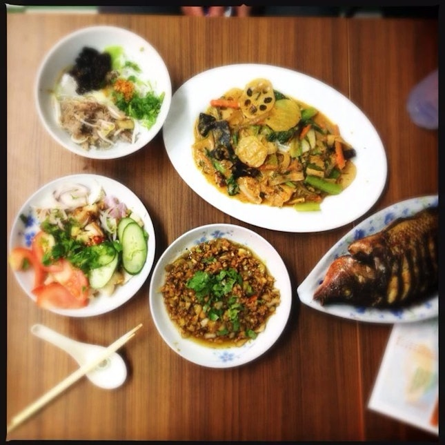 If there is one thing I miss most about eating in Singapore is the taste of adventure.
