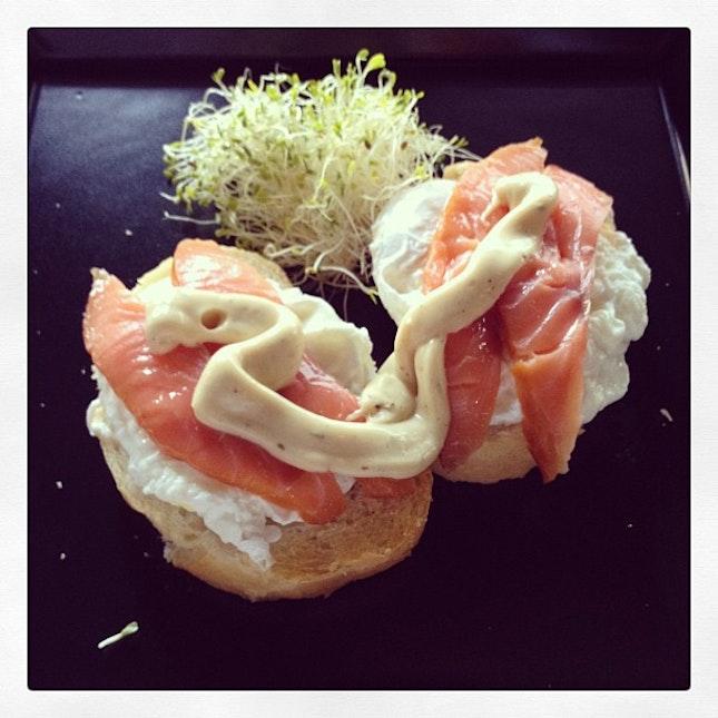 Egg benedict with smoked salmon #kaffa #penangairport #breakfast #burpple #eggbenedict #salmon