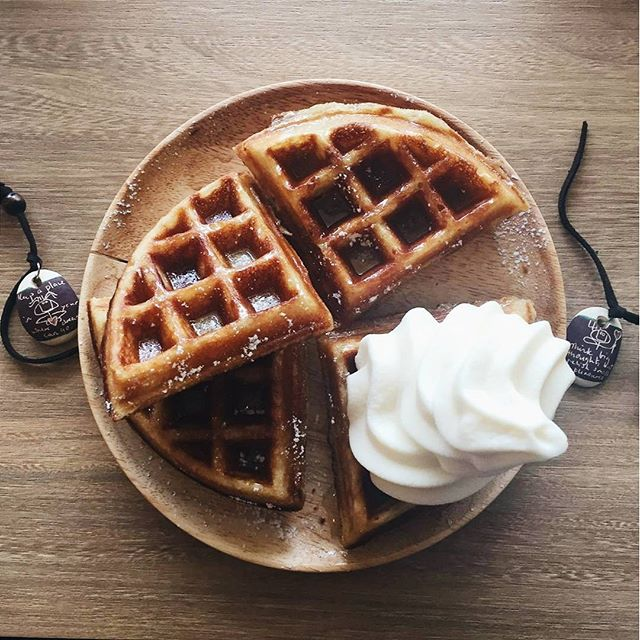I don't know about buns, but Butter My Buns can slather my waffles with butter, truffle infused honey and a dollop of their vanilla soft serve anytime.
