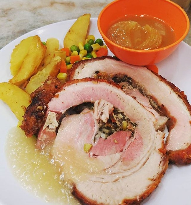 [Non-Halal] Crispy Roast Pork served with apple sauce (4/5) waaaaaahhhh...
