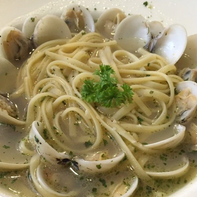 vongole pasta with garlicky salty soup