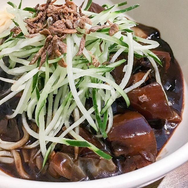#MeatlessMondays done right while settling my cravings for Jajangmyeon!