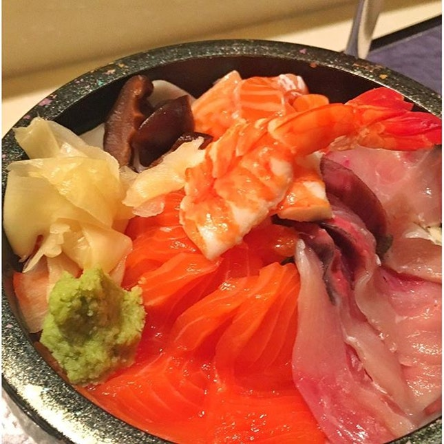 Japanese again for dinner 🍴😋 #yuzujapaneserestaurant #chirashi #weekendfun