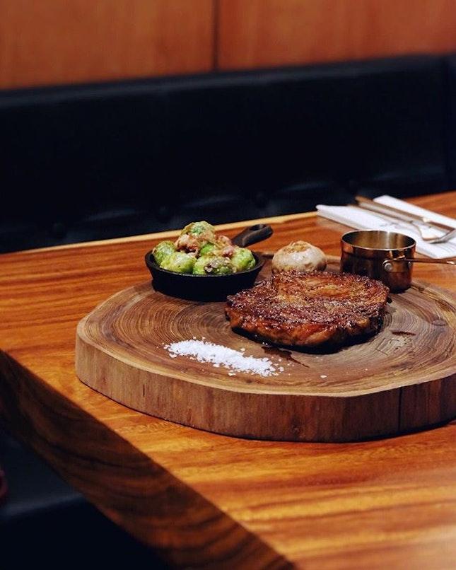 New place for dry-aged steak 🙌🏻🍷🍴#vantador #dindins #desasrihartamas