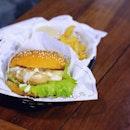 Mac & cheese burger 🍔🍟 So glad we stumbled upon this neighborhood gem!