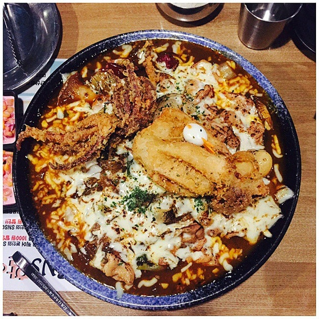 Obviously, we can't finish it but this is da bomb - Daepo Chicken 대포찜닭.