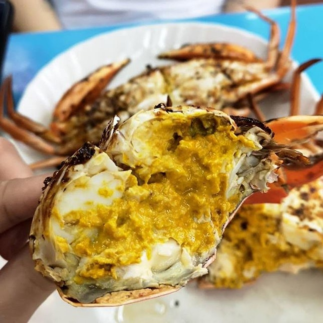 HAPPY CRAB 🦀 : 📍13 Pahang St S198613 : : Finally got to try their famous BBQ Crabs known to have thick, milky and sweet roe upon cracking open the crab.