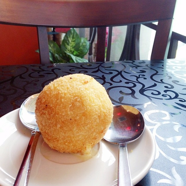 Fried icecream is one of those desserts I don't get to try very often.
