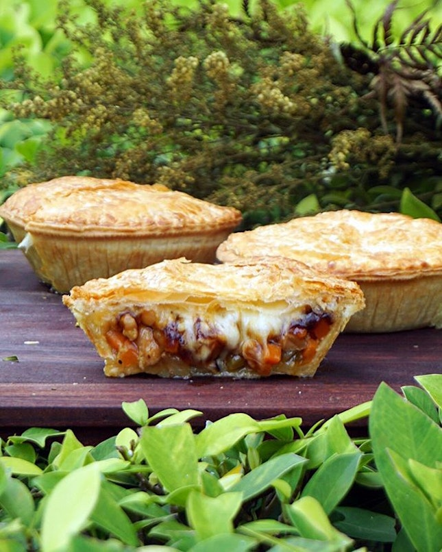 Teriyaki Toriniku Pie ($8.90) Less than a month old's @kobepi_sg  is out to let us experience 5 inch oishiness!