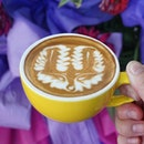 The fox says this is undoubtedly an unforgettable pour by talented barista @akira_turn from @goodolddaysbistro.