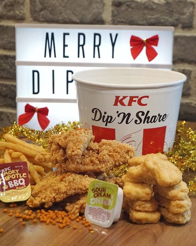 🍗Dippin' Dunkin' Sharin' Christmas with @KFC_SG's spankin' new Dip, Dunk 'N Share Bucket w/ Hot & Crispy Tenders - available from 14 December!