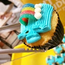 """A cupcake that is called """"Over the Rainbow""""."""