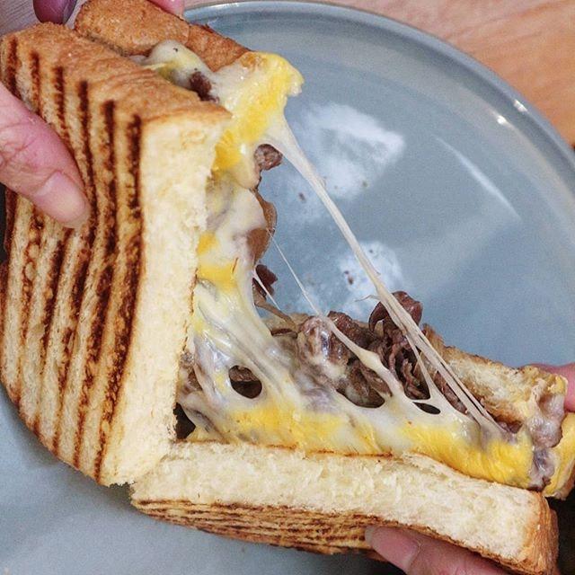 A stretchy cheesy beef brioche.
