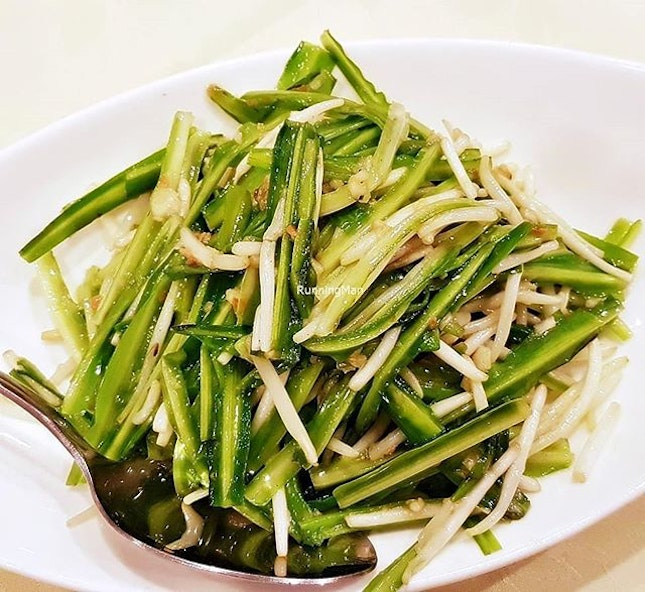 Green Dragon Vegetable With Bean Sprouts (SGD $18) @ Tonny Restaurant.