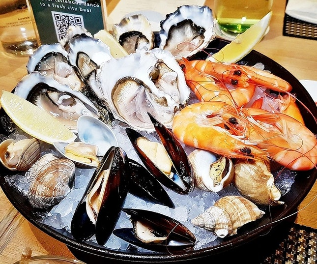 Seafood Platter On Ice @ Lime Restaurant.