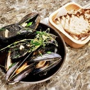 Sauteed Boston Bay Blue Mussels With Sourdough Set (SGD $20) @ Perch.