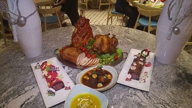 Christmas Appreciation Dinner by @swissotelmerchantcourt .