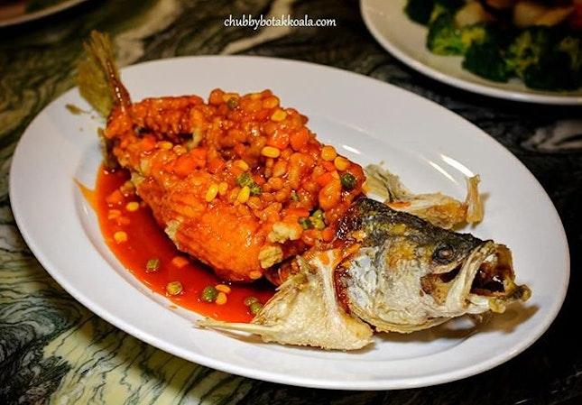 Deep-fried Seabass in Sweet & Sour Sauce.A superbly fried seabass.