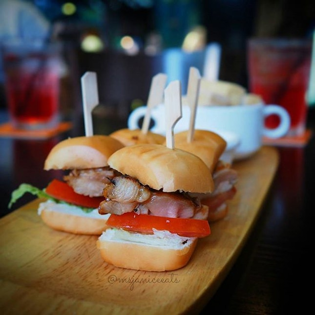 Mantou Teriyaki Chicken Slider (S$8.00) 🍔 These juicy and dainty mini burgers are simply too cute and yummy to resist.