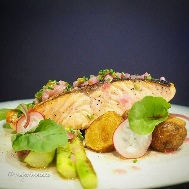 Fresh Norwegian Salmon Grenobloise (S$16.00) Fresh Salmon | Asparagus | Potatoes | Lemon Caper Sauce 🐟 Love the freshness of this salmon fillet which is pan-roasted till the skin is crispy and fragrant.  A healthy dish that tastes as good as it looks.