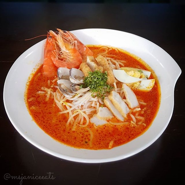 🌟 Laksa (S$12.80) 🌟  Helmed by the affable Celebrity Executive Chef William Ang with over 40 years of professional culinary experience, EC Club Café boosts an impressive menu of delectable Asian and Western cuisines.