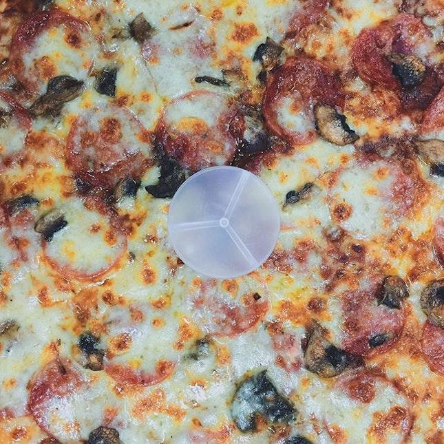 Thank you @szelingteo for the pizza treat today!