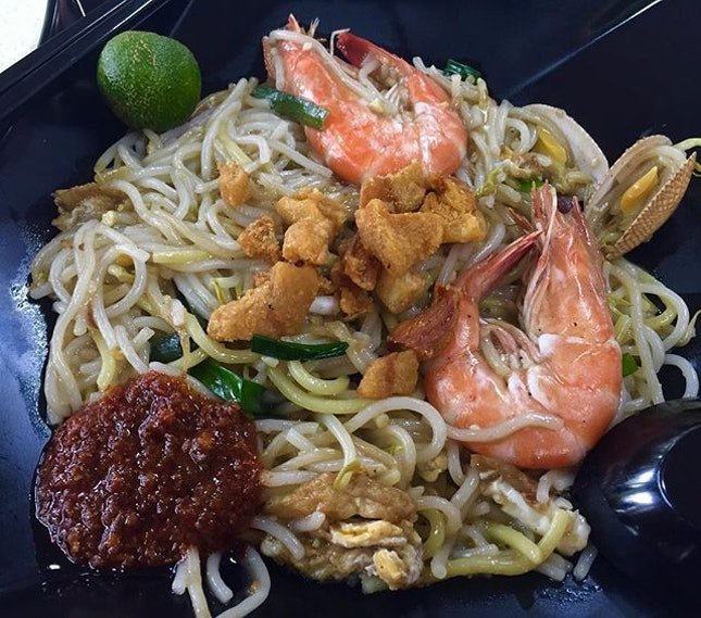 Following the trend of big prawns and seafood, I finally caught up with Mr Prawnie Fried Hokkien Big Prawn Mee in Ang Mo Kio.