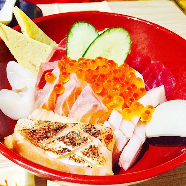 Chirashi Don ($24.90) - This has got to be one of my favourite Chirashi Don in SG!