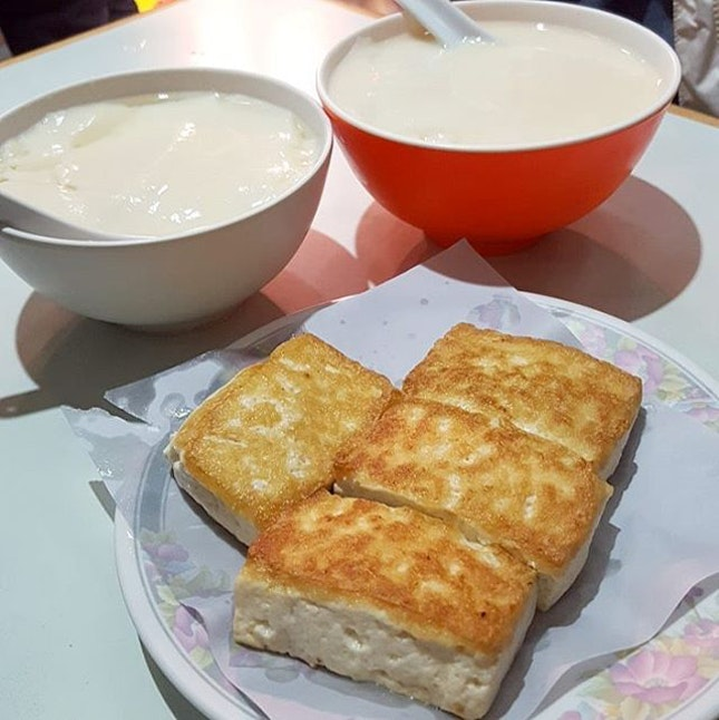 Pre-Dinner Snack; Pan-Fried Tofu with Fish Meat & Tofu Dessert (豆腐花) This eatery serves excellent Tofu desserts and snacks.