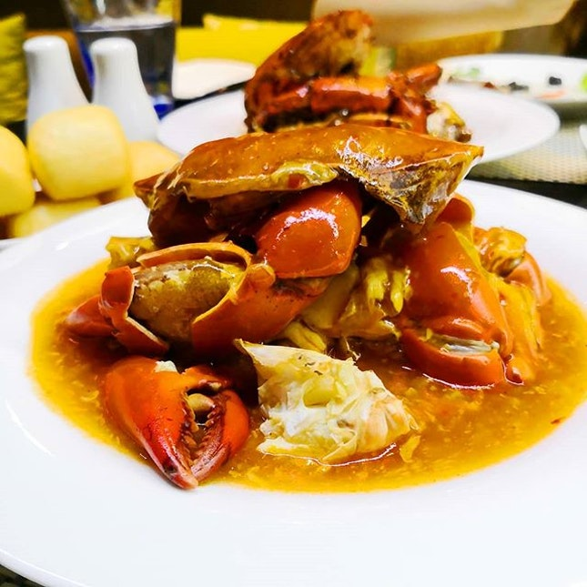 🦀 Crab-ulous Feast at Azur Restaurant, from now till31 August 2019, where you can look forward to indulge ina fantastic spread of Crabs of every kind, from local favourites - Chilli Crab, Pepper Crab to Salted Egg Yolk Crab, Ginger Onion Crab and more.