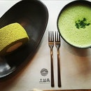 I must admit I'm a huge matcha fans...I love everything related to Green tea #greentearollcake #greentealatte #jejudessert #matchalover #burpple