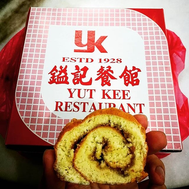 The Kaya is calling me to eat 'it'  Yut Kee is not only famous for hainanese pork chop, pork bun & roast pork after all.