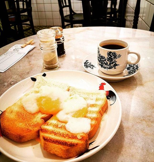Tea time obsession ☕  Roti Kahwin with soft boiled eggs ( RM5.90) Kopi O (RM2.90)  #rotikahwin #marriagebread #kedaikopimalaya #uptownfoodie #malaysiandelights #kopio #burpplekl #burpple #teatime