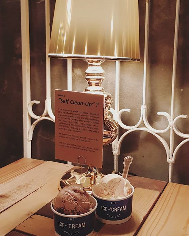 Brownie & Cream and Raspberry Swirl Ice Cream(RM16 each = SGD5.50 with 2 scoop of icecream) Decent place to hangout with friends or dating!!