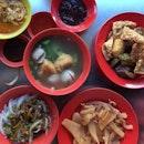 Local breakfast: minced meat lo shu fen, curry chee cheong fun & yong tau foo (both dry & soup).
