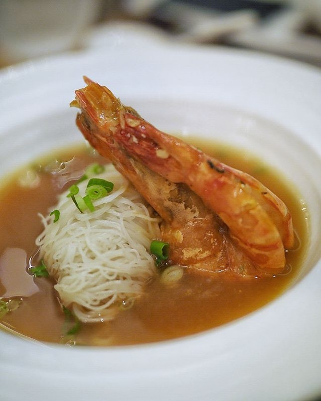 Tiger prawn vermicelli with chinese wine and superior broth .