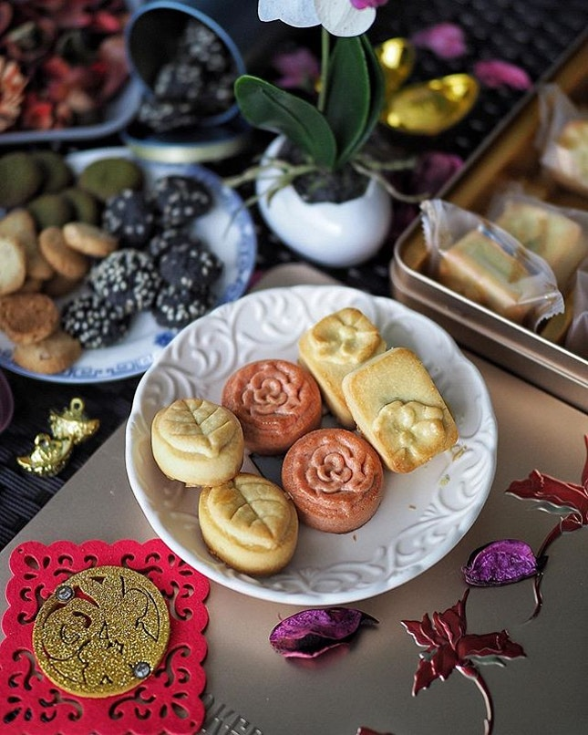 Aside from the Classic Yuan Bao Pineapple tarts, @bakerzin.sg has launched the Assorted Pineapple Tarts that comes in 3 flavors: .