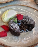 Convey your overflowing love for your other half over a decadent chocolate lava encasing a luxurious molten core.
