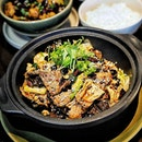 Auntie's Wok and Steam from @andazsingapore serves Chinese classic and Singaporean favourites, launched Aunties's Mala Claypot Set ($60.00).