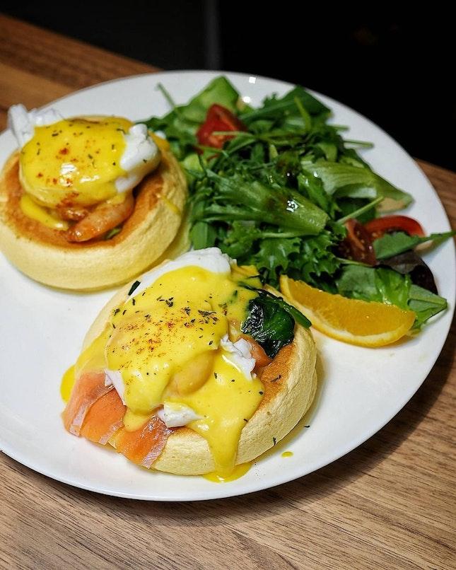 Eggs Benedict Souffle Pancake ($22.80++)
