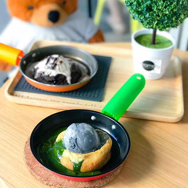 Matcha lava cookie set [$8.90] Each cookie lava set are inclusive of one scoop of ice cream of your choice.