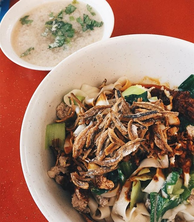 One of my favourite things in my neighborhood is the dry ban mian ($3.50) at the nearby hawker center in Holland village.