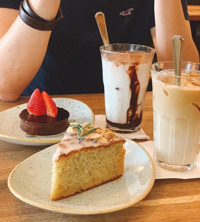 Cakes & Drinks