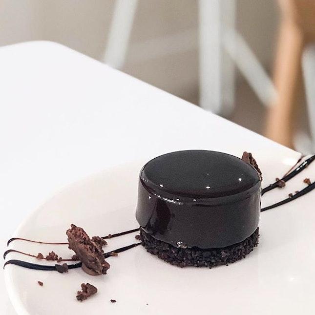 PUCK - Dark chocolate with sea salt baked crumbly tart base 🤤