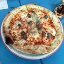 #REGOLARE: tomato sauce, mozzarella, prawns, Gorgonzola, Italian sausage.