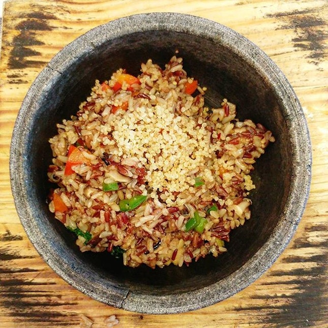 This was the main course of the 8 course set ($32.80++), sizzling brown rice quinoa.